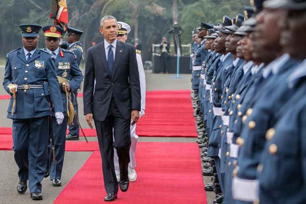 Obama inspects guard of honour at State House, Nairobi, on Saturday.