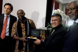 Cartoonists Gado (Kenya) and Zunar (Malaysia), recipients of the 2016 Cartooning for Peace Prize