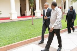 Barack Obama arrives in Kenya