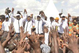 Uhuru maintains lead over Raila